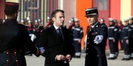 Attentat contre Emmanuel Macron: qui sont les deux hommes arrêtés par la police?
