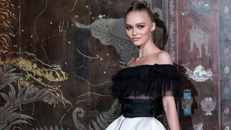 Lily-Rose Depp : tee-shirt moulant et jupe ultra courte, elle fait sensation à New-York !