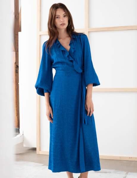 Klasik Mavi: şal elbise