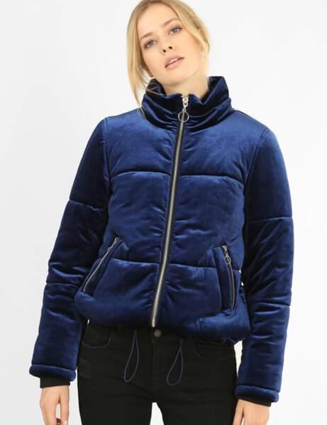 Klasik Mavi: şık aşağı ceket