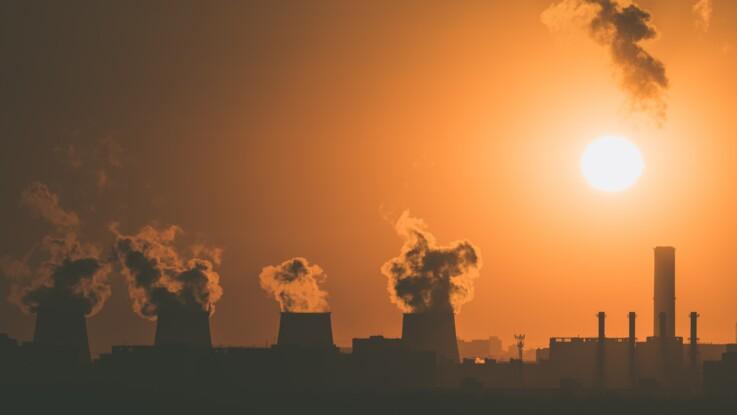 La pollution influence nos cycles menstruels : découvrez comment