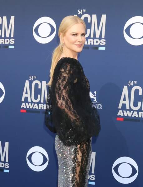 La queue-de-cheval basse facile mais sophistiquée comme Nicole Kidman