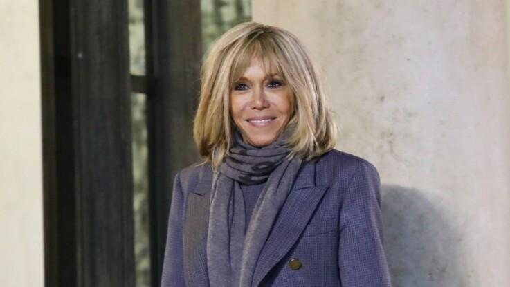Photos - Brigitte Macron décontractée en jean moulant et pull graphique, elle détonne à l'Élysée