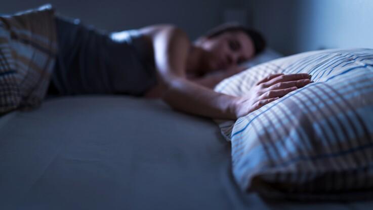 Dormir dans des lits séparés ou faire chambre à part : le secret pour faire durer son couple ?