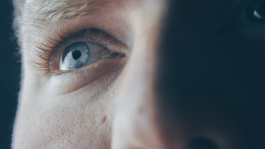 Picotements, rougeurs : 6 solutions naturelles contre les yeux secs