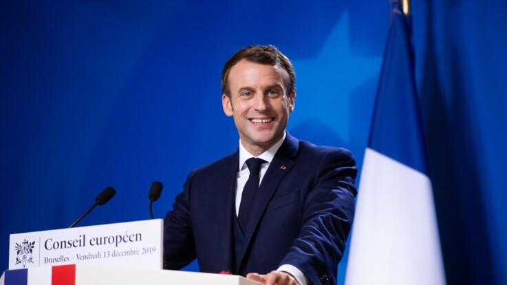 Emmanuel Macron : barbe de trois jours, jean et veste en cuir, le Président se lâche pendant ses vacances