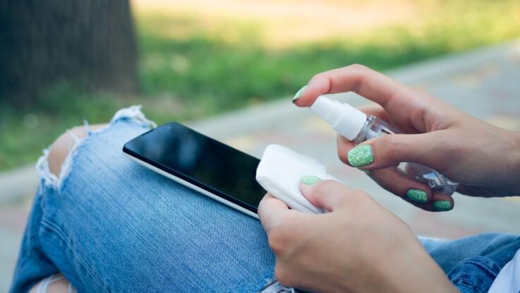 Coronavirus Covid-19 : comment nettoyer efficacement son smartphone ?