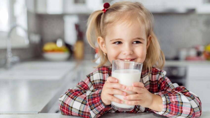 Demi-écrémé ou entier : quel lait de vache faut-il préférer pour les enfants ?