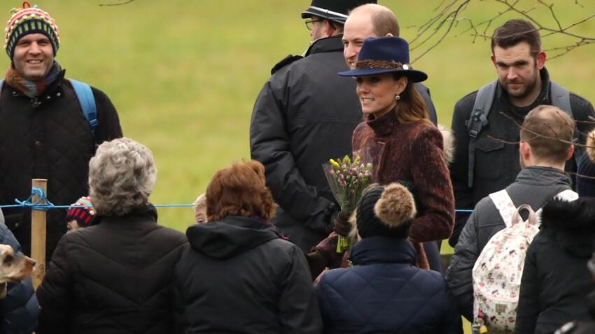 Kate Middleton : très chic et assortie à l'habit violet de la reine pour la messe, elle adresse un joli clin d'oeil à Lady Di