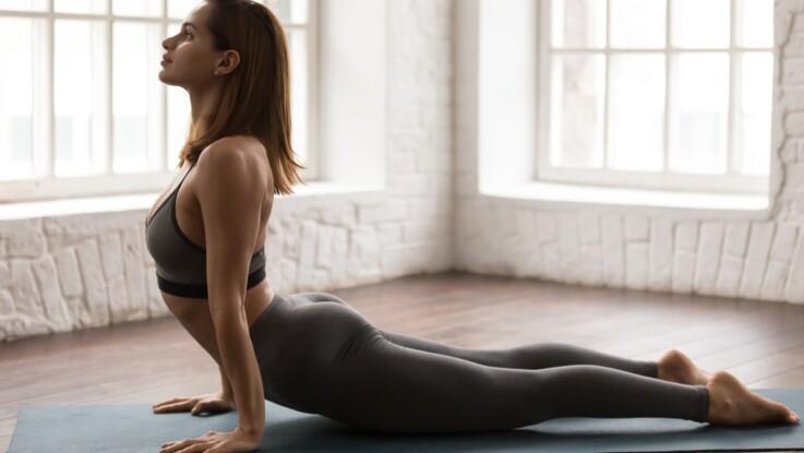Le cobra (Bhujangasana) : comment réaliser cette posture de yoga, étape par étape