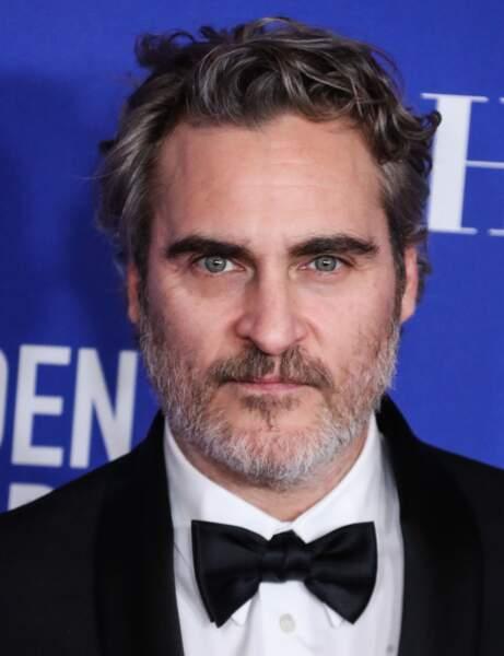La coupe courte ondulée de Joaquin Phoenix
