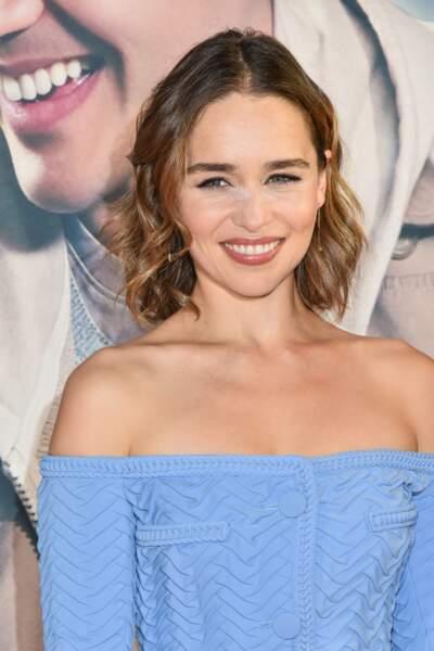 Le carré ondulé d'Emilia Clarke
