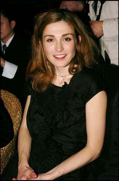 Avec les cheveux châtain en 2005