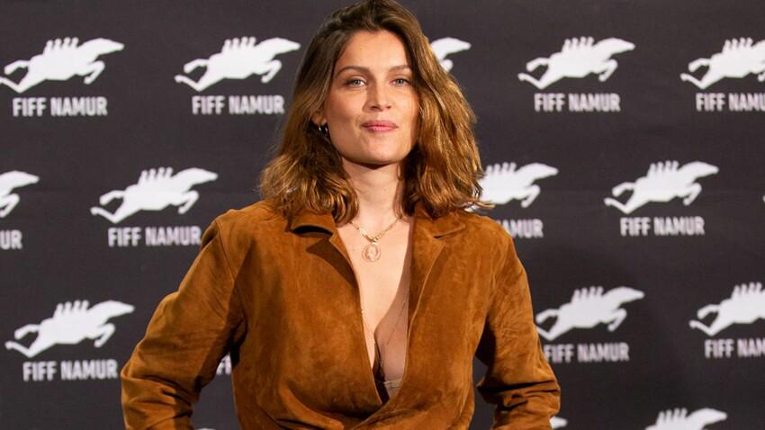 Laetitia Casta plus torride que jamais : elle dévoile son jeu de jambes sous une robe en cuir moulante zippée de bas en haut