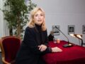 Julie Gayet méconnaissable : son look improbable sur un tournage amuse les internautes