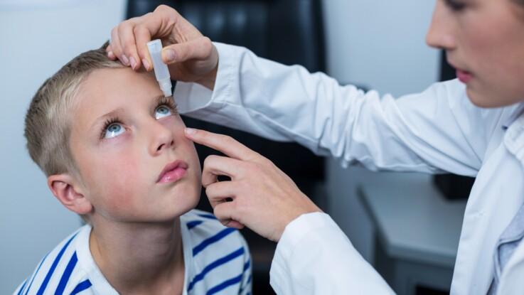 4 conseils pour mettre du collyre dans les yeux d'un enfant