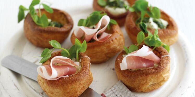 Mini Yorkshire Puddings au jambon de Parme, sauce pistou