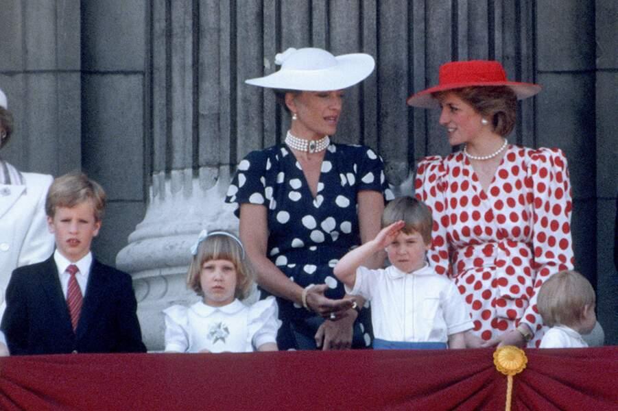 Le prince William saluant la foule au balcon de Buckingham Palace, le jour de la parade de Trooping of the Colour, le 15 juin 1986.