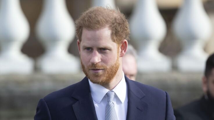 """Vidéo -  Très ému, le prince Harry s'exprime pour la 1ère fois sur sa """"grande tristesse"""" et la perte de son titre royal"""