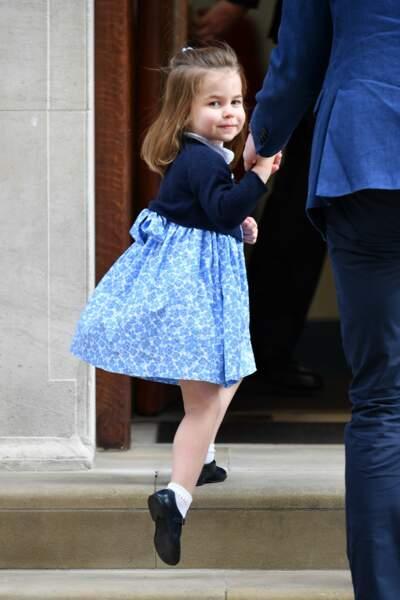 La princesse Charlotte à la maternité pour voir son petit frère Louis, le 23 avril 2018.