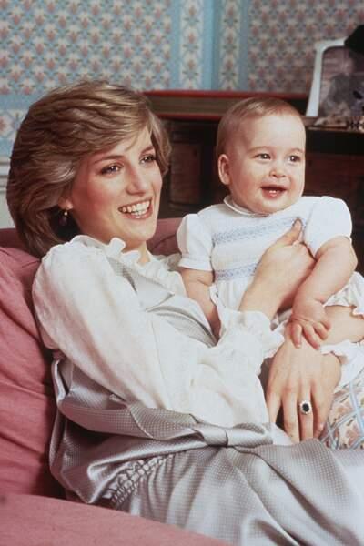 La princesse Diana avec son fils William, âgé de 8 mois, le 1er février 1983.