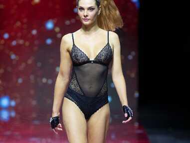 """Alice Detollenaere au défilé de lingerie """"Interstellar"""" lors du Salon international de la lingerie à Paris."""