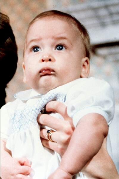 Le prince William, âgé de 6 mois, au Palais de Kensington, le 22 décembre 1982.
