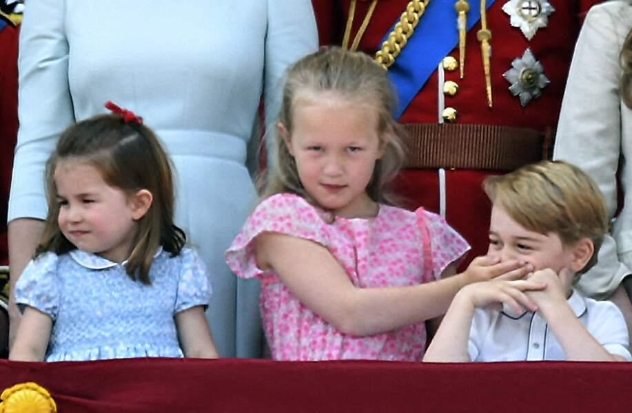 La princesse Charlotte (à gauche) le jour de la parade de Trooping of the Colour, à Bluckingham Palace, le 9 juin 2018.