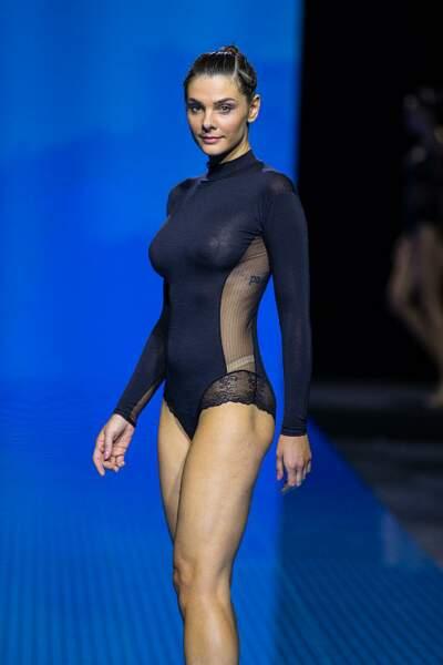 Alice Detollenaere, compagne de Camille Lacourt, défile au salon international de la lingerie