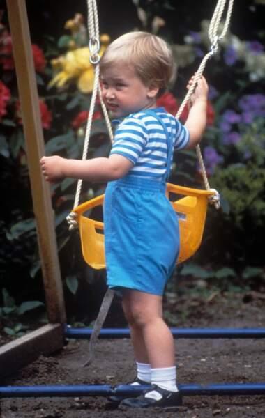 Le prince William fête son deuxième anniversaire au Palais de Kensington, le 12 juin 1984.