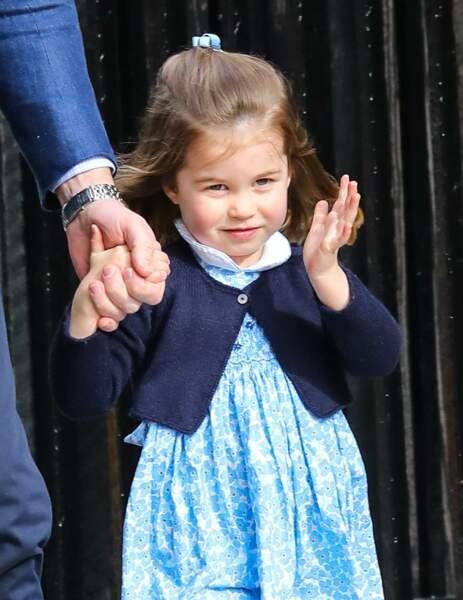 La princesse Charlotte arrive à la maternité, pour voir son petit frère Louis, le 23 avril 2018.