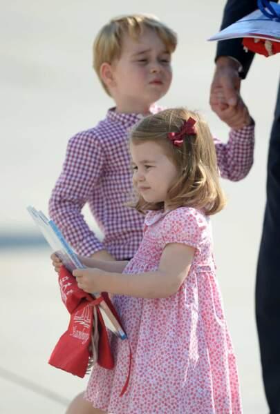La princesse Charlotte et son frère George à Hambourg lors d'une visite officielle en Allemagne, le 21 juillet 2017.