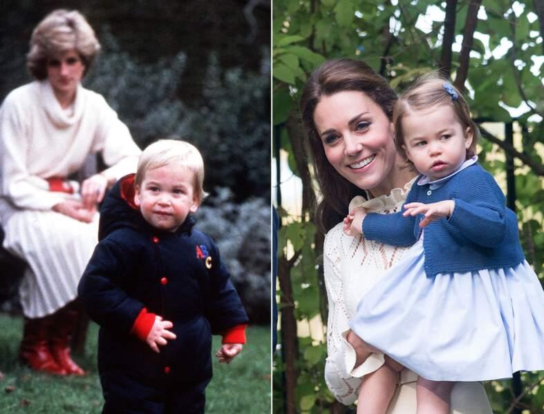 Le prince William et la princesse Charlotte à peu près au même âge, vers 18 mois. La même curiosité dans le regard.