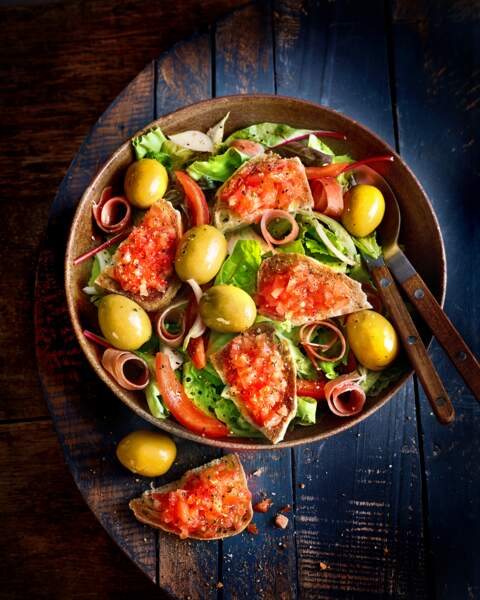 Salade pan con tomate aux olives Gordal