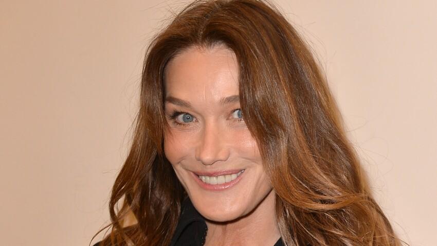 Carla Bruni : en total look noir, elle ose un manteau des plus originaux (vous aimez ?)