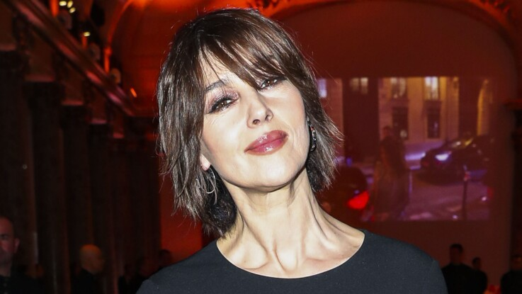 Photos - Monica Bellucci : ultra-canon en robe moulante, elle dévoile ses courbes de rêve