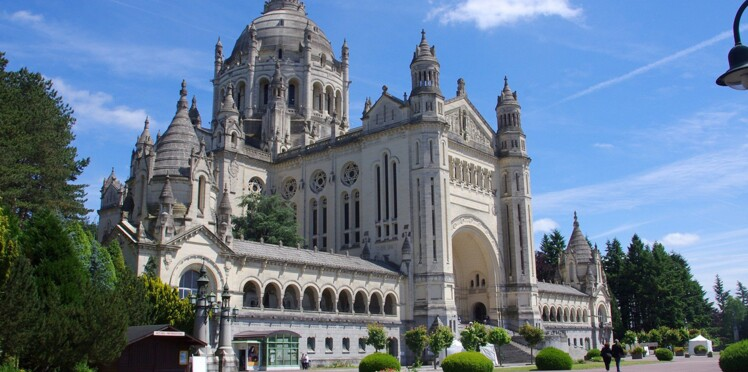Zoom sur la basilique de Lisieux