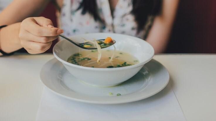 Régime 100% soupe : les 3 principaux dangers de cette diète extrême