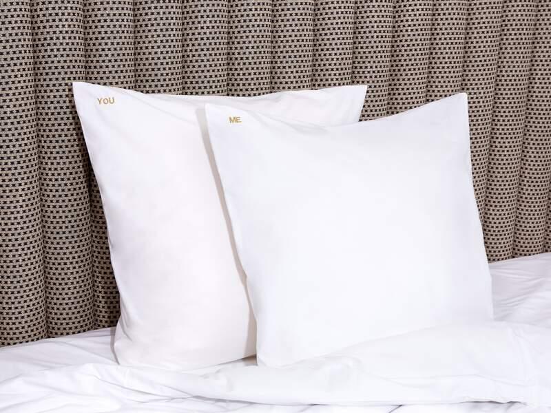 Une parure de lit brodée - Bonsoirs