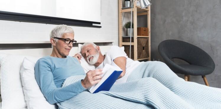 Utiliser une couverture lestée, l'astuce magique pour mieux dormir