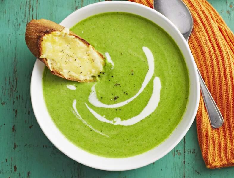 Soupe verte aux 3 légumes (brocoli, courgettes, petits pois) et crostinis de comté