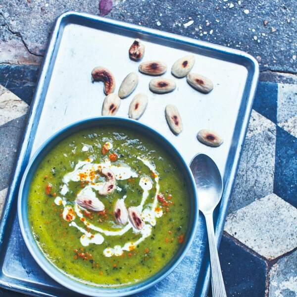 Soupe de courgettes au thym et à la spiruline