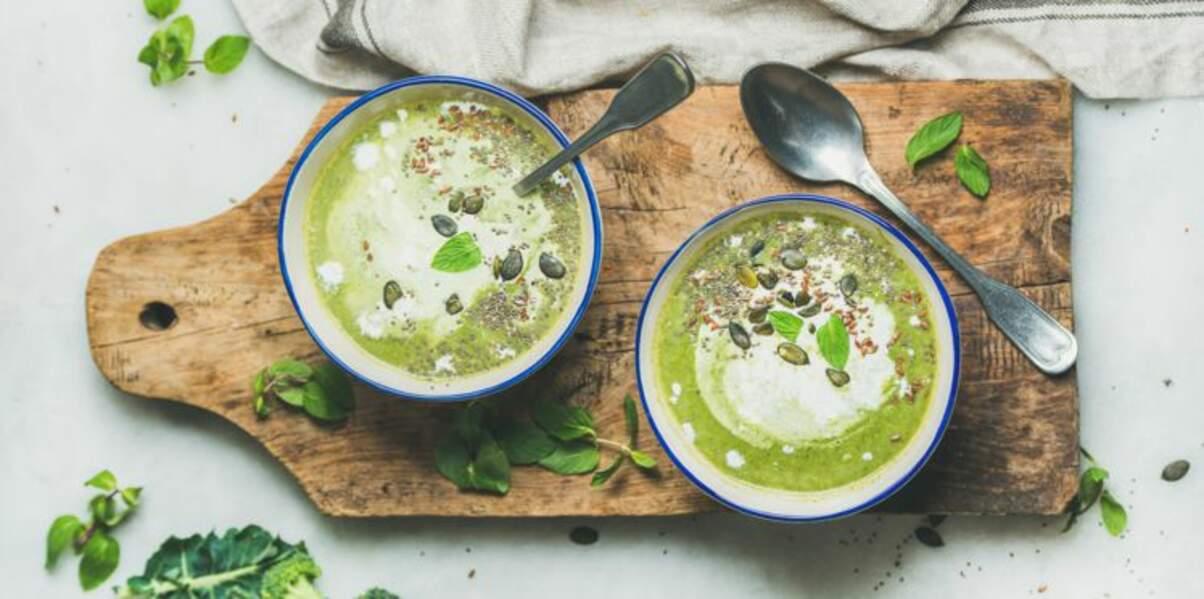 Soupe brocolis-roquette et spiruline