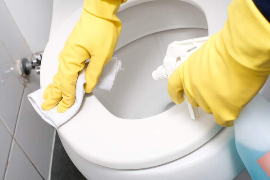 La recette du produit nettoyant pour la lunette des toilettes