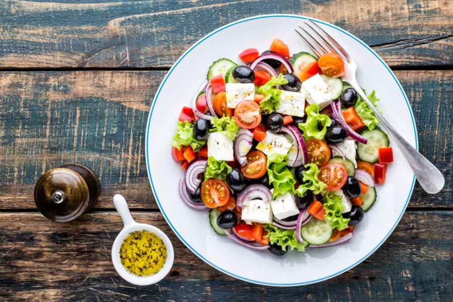Salade grecque de l'athlète super simple à la spiruline