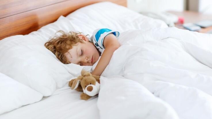 Une maman livre son astuce surprenante pour aider son fils à faire la sieste