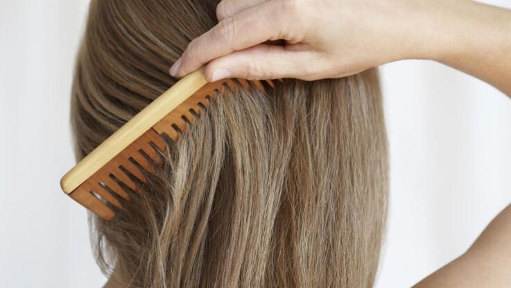 Cheveux électriques : 3 astuces pour les dompter !