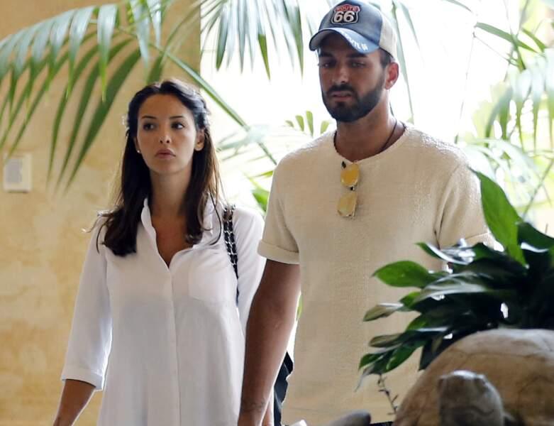 Le couple en vacances à Las Vegas. Nabilla apparaît avec des cheveux plus courts.