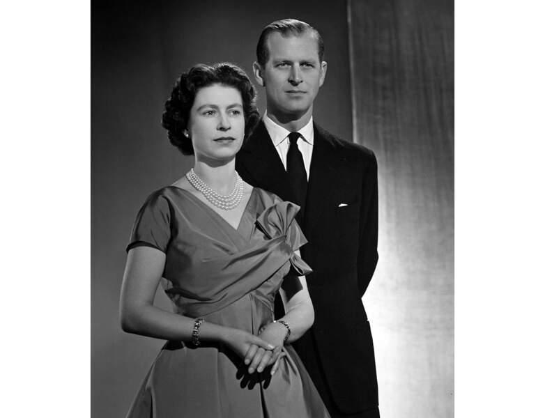 1958 : le couple pose pour un portrait officiel à Buckingham Palace
