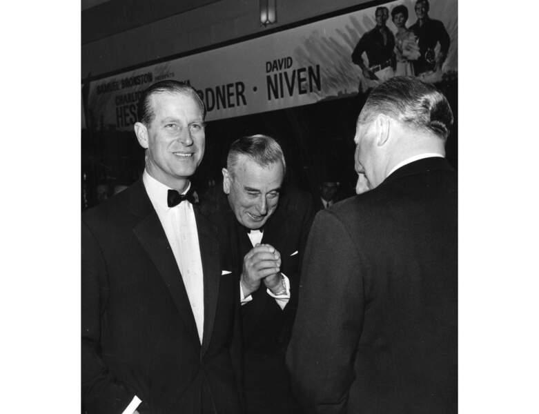 En 1963, il assiste à une Avant-Première avec son oncle Louis Mountbatten